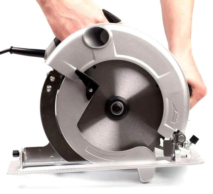 Learn how to a Circular Saw Hold Properly