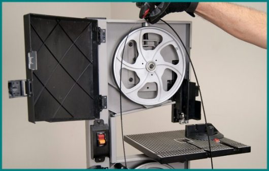 How to Change A Bandsaw Blade: 10 Easy Steps